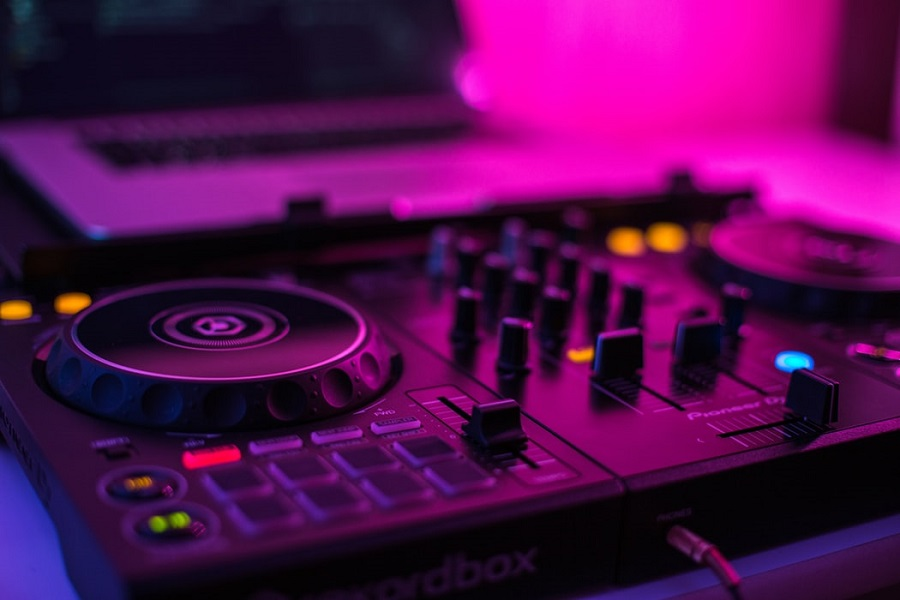 Best DJ Controllers On The Market